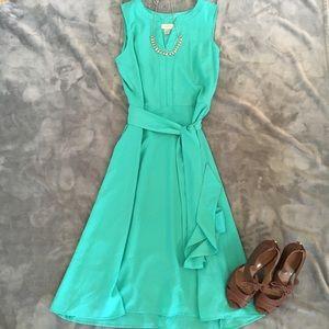💥NEW💥 LOFT V-neck midi dress in teal!